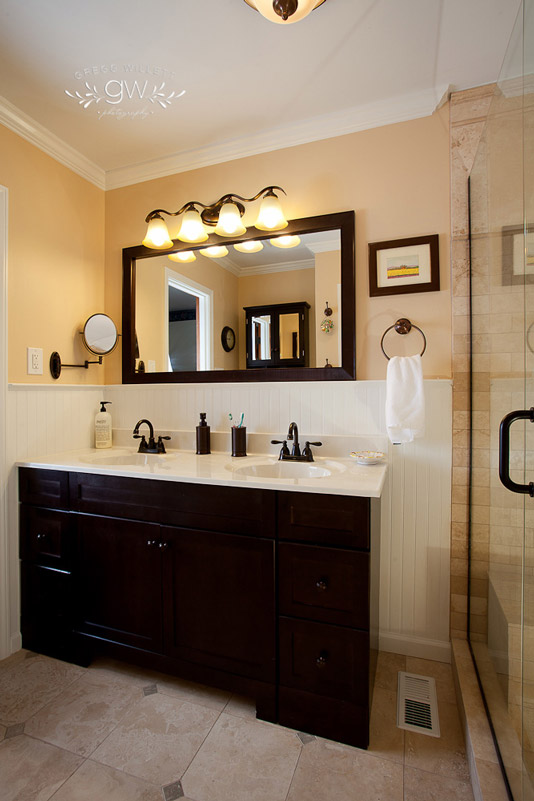 bathroom with brown accents